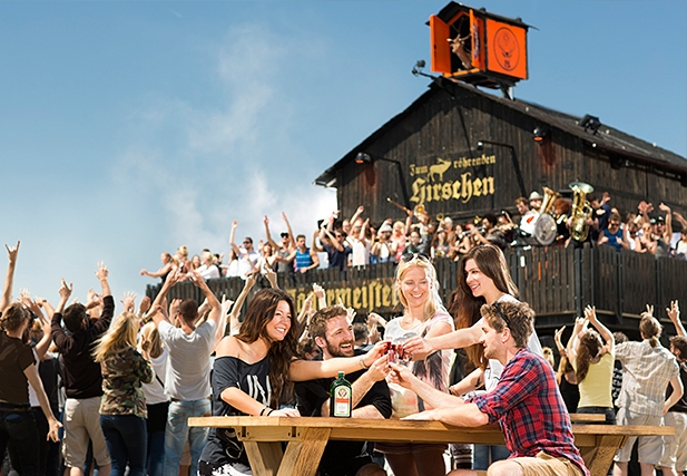"""Der Jägermeister Gasthof """"Zum röhrenden Hirschen"""" auf den Festivals 2014"""