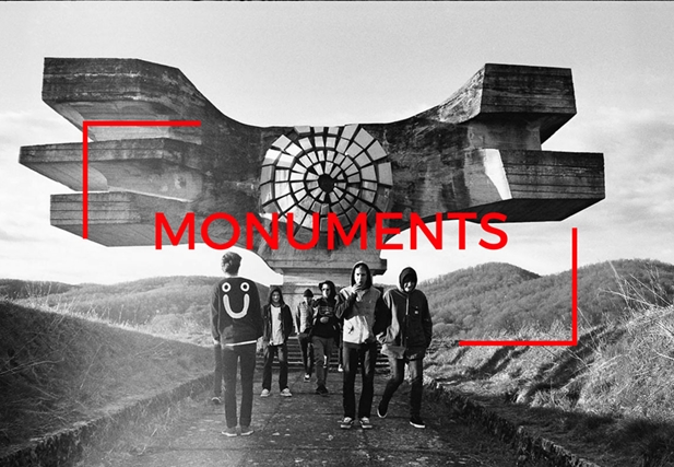 Monuments premiéra